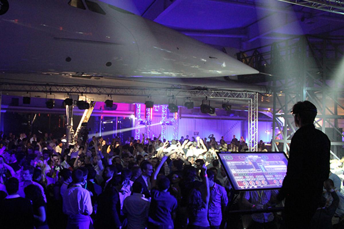 DJ devant la foule