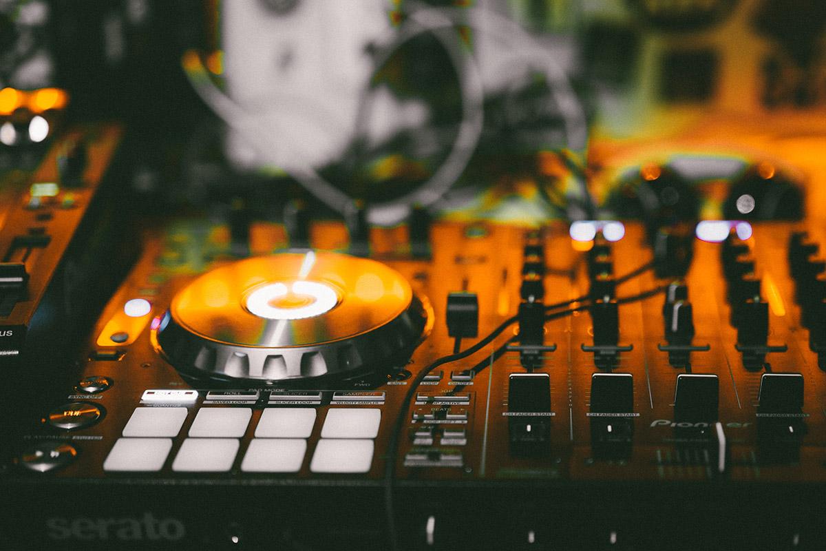 Matériel de DJ