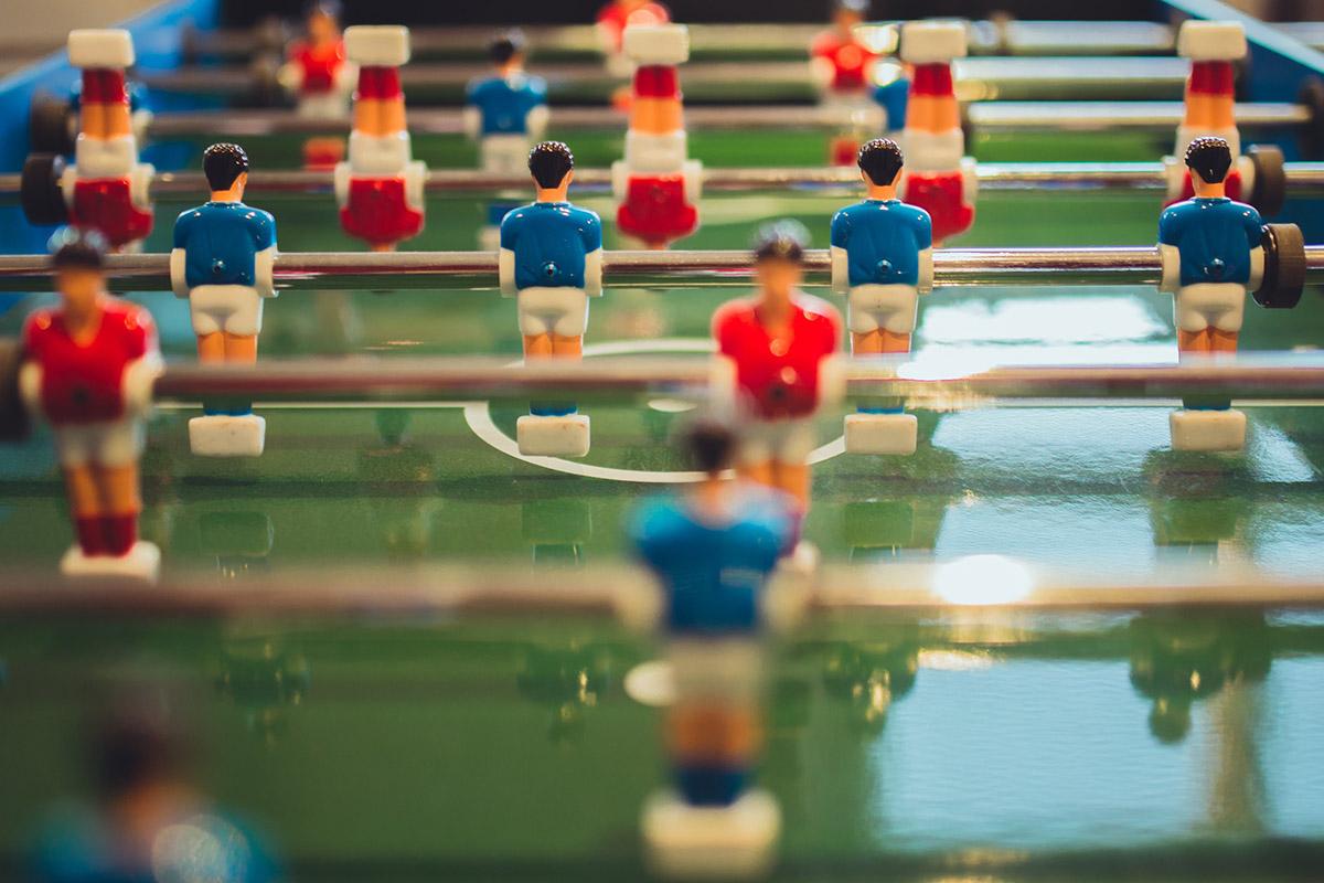 babyfoot équipe bleu contre équipe rouge