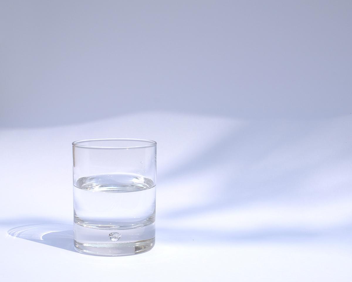 Verre d'eau provenant du bar à eaux