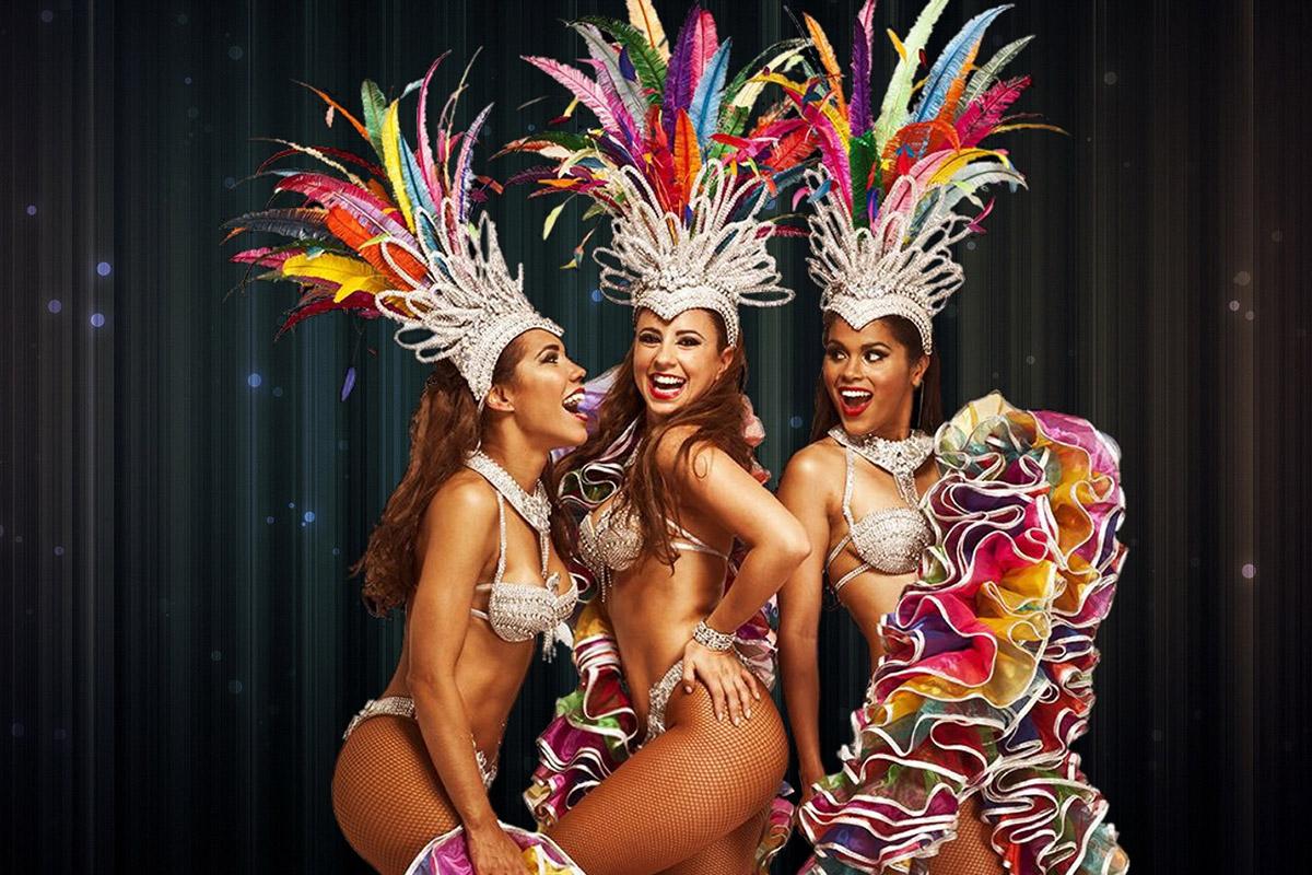 troupe de danseuses brésiliennes en costume