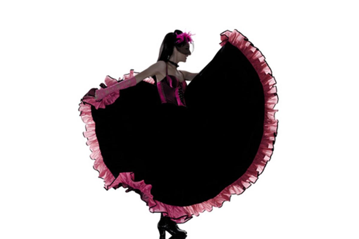 danseuse de french cancan dansant de profil