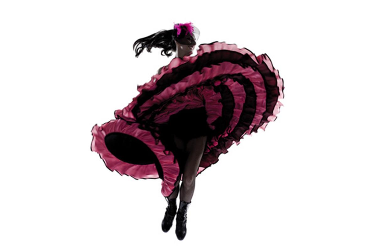 Danseuse de french cancan tournant sur elle-même