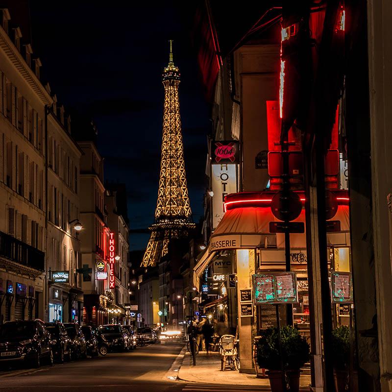 Le vieux Paris et sa Tour Eiffel