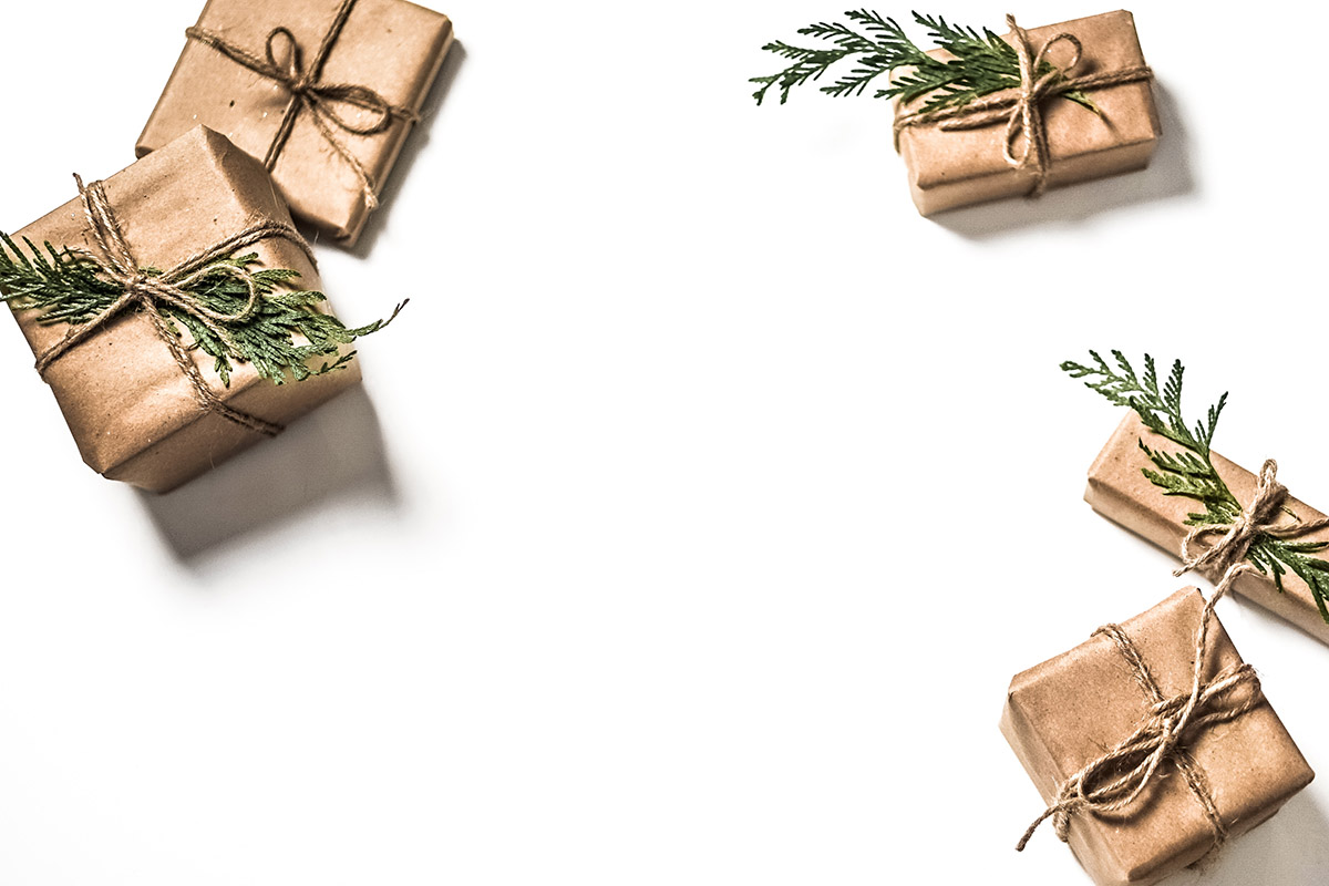 Cadeaux que l'on met aux pieds des sapins de noël
