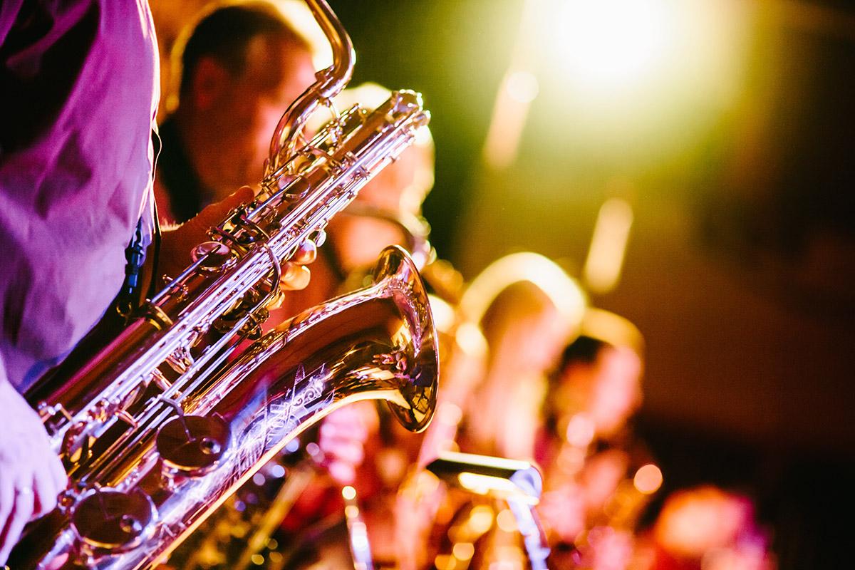 Vue sur un saxophone du Quatuor de Jazz